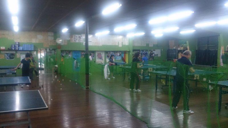かしい卓球センターの練習風景